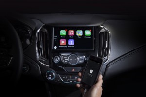 2016-Chevrolet-Cruze-Apple-CarPlay-001